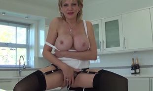 Brit Cougar Sonia wants you to jizz..