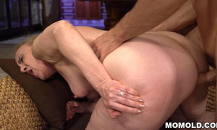 Young lady Jizz-shotgun finds home in..