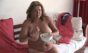 Cindy lick urinate cereal for breakfast