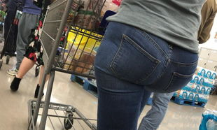 Giant Arse Phat ass white girl at Food..