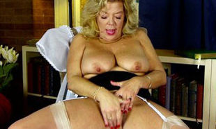 Kinky huge-titted granny has no..