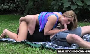 RealityKings - Cougar Hunter - Holly..