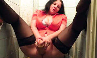 Mature in tights dildoing her coochie in