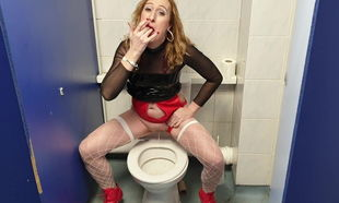 Essex Dame Lisa Urinating In Public..