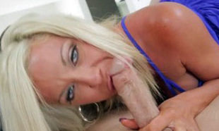 MommyBlowsBest Cuckold Wifey bashes on..