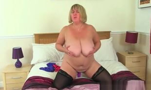 Hefty boobed cougar Kiki Rainbow from..