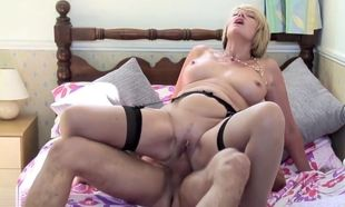 UK mature mommy blow and shag young..